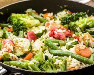 Poêlée de riz de printemps rouge et verte