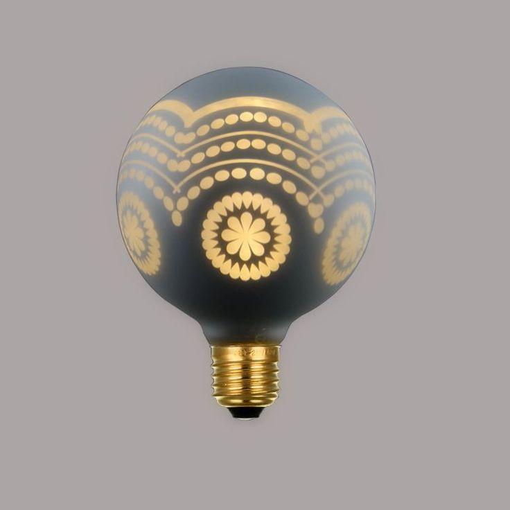 CHRISTMAS-žiarovka-WHITE-WAVE-je-žiarovka-z-kolekcie-CHRISTMAS.-Kolekcia-CHRISTMAS-obsahuje-nočné-dekoračné-LED-žiarovky-s-nízkou-spotrebou.