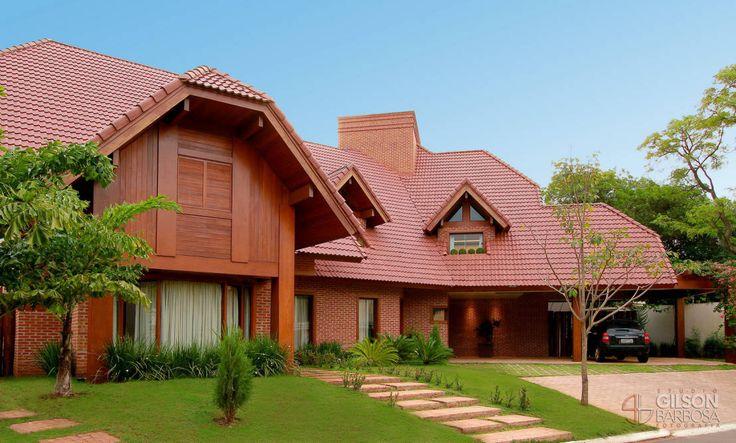 Chalé espaçoso com telhado vermelho.   https://www.homify.com.br/livros_de_ideias/47610/10-chales-magnificos