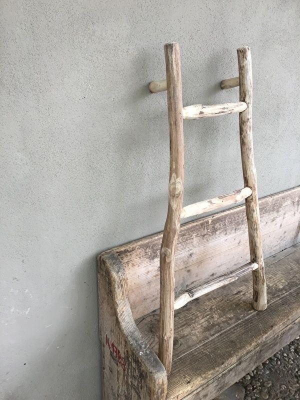 Stoer oud houten ladder rekje handdoekenrek laddertje oude trap trapje landelijk