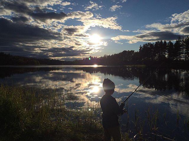 🎣🌅⛺️ #nofilter #camping #fishing #nowifigreatconnection #liveterbestute #aktivejenter #turjenter #ut#utno #friluftsliv #helsport #xped #norrøna #devold #haspel #norway #norgebilder #jfof #jaktfiskeogfriluftsliv