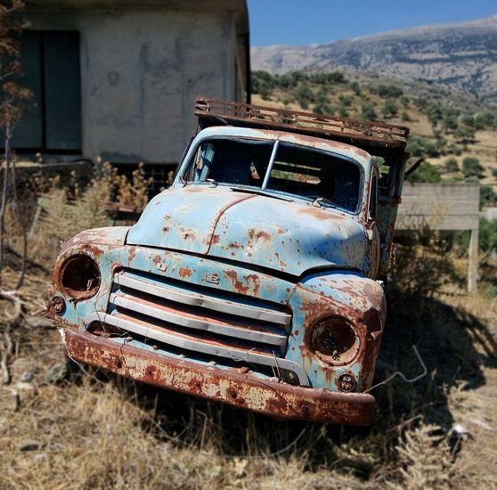 Nieuw in mijn Werk aan de Muur shop: Verlaten auto op Kreta