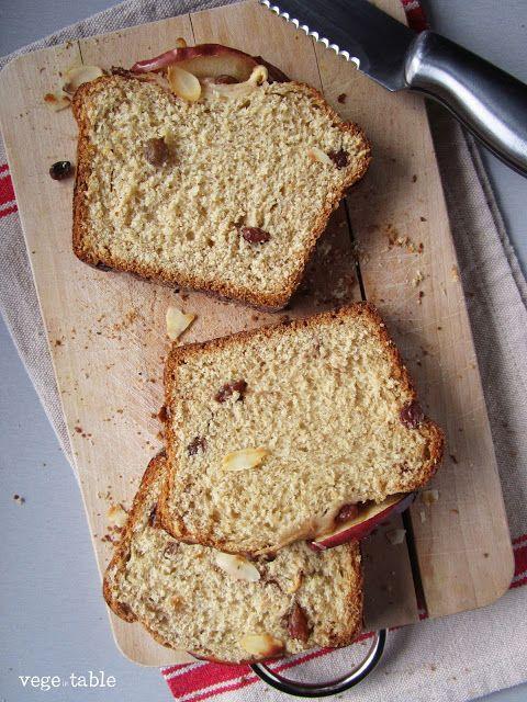 vegeintable: Sweet vegan bread with apple, raisins and cinnamon