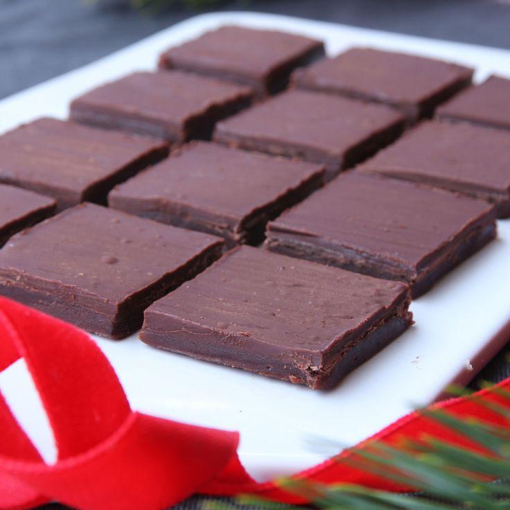 Ljuvligt god och seg chokladkola med ett härligt täcke av mörk choklad choklad.