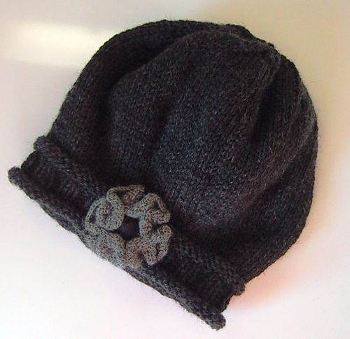 darling hat! pattern free on ravelry  (I could never wear this in my climate, but it's too cute not to pin.)