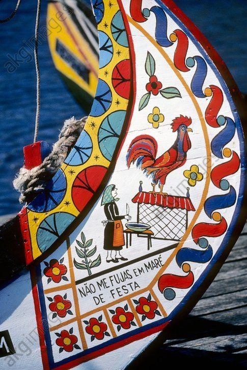 Aveiro Détail d'un moliceiro. La ville d'Aveiro, célèbre pour sa lagune, est traversée par des canaux sur lesquels naviguent les moliceiros, des bateaux traditionnels colorés. Région du centre. Portugal