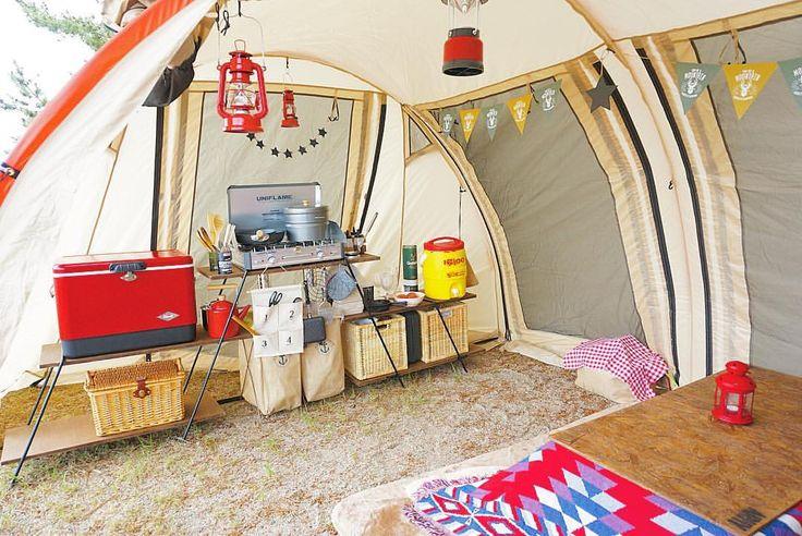 ・ 今回は#2人キャンプ だったので#テント内 にキッチンを設営しました😊 5月下旬だけどまだ寒いのでコタツのロースタイルで🤘🏼 今回は最小限の荷物でキャンプに挑戦⛺️ ・ #アウトドアキッチン #ス - verano.snc
