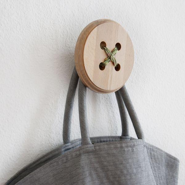 Grote knoop kapstok haak van hout van Shigeki Yamamoto design via  http://nl.dawanda.com/