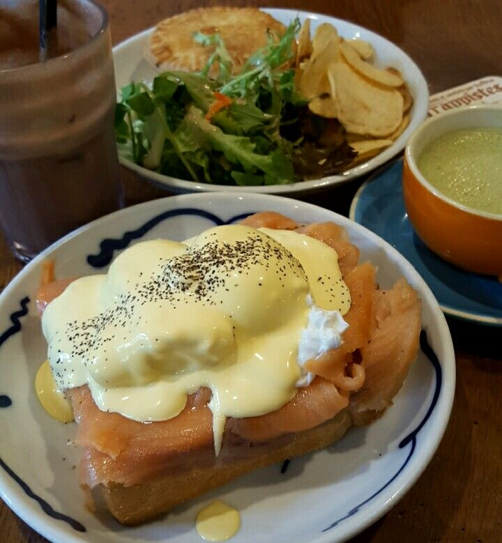 Thick toast with smoked salmon