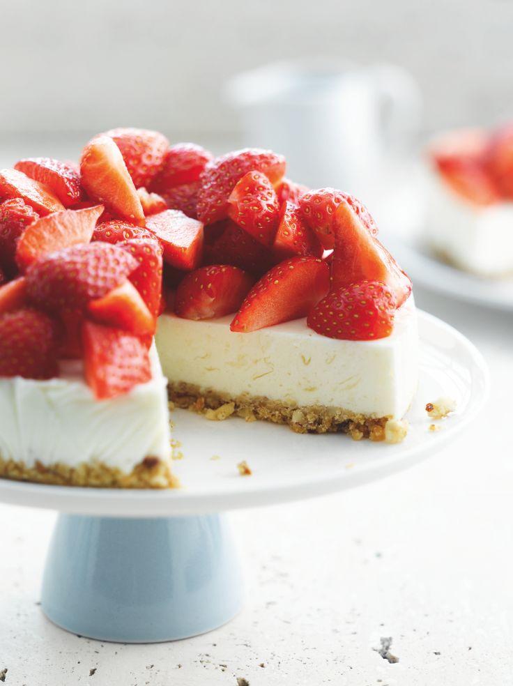 Cheesecake met aardbeien http://njam.tv/recepten/cheesecake-met-aardbeien