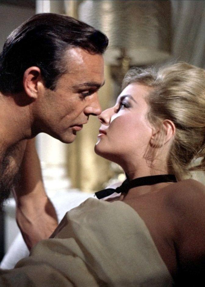 Daniela Bianchi est Tatiana Romanova (1963) avec Sean Connery - Bons baisers de Russie