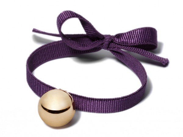 Lilou purple ribbon and gold ball bracelet