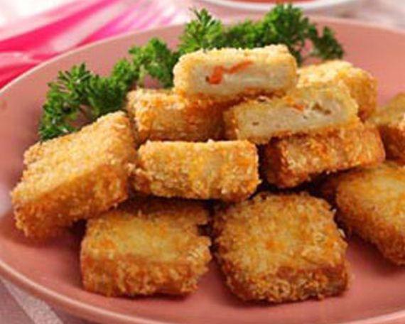 Nugget ayam adalah salah satu jenis cemilan yang banyak disukai baik anak-anak maupun remaja. Agar lebih menyehatkan maka dari itu nugget ayam di campurkan dengan sayuran.
