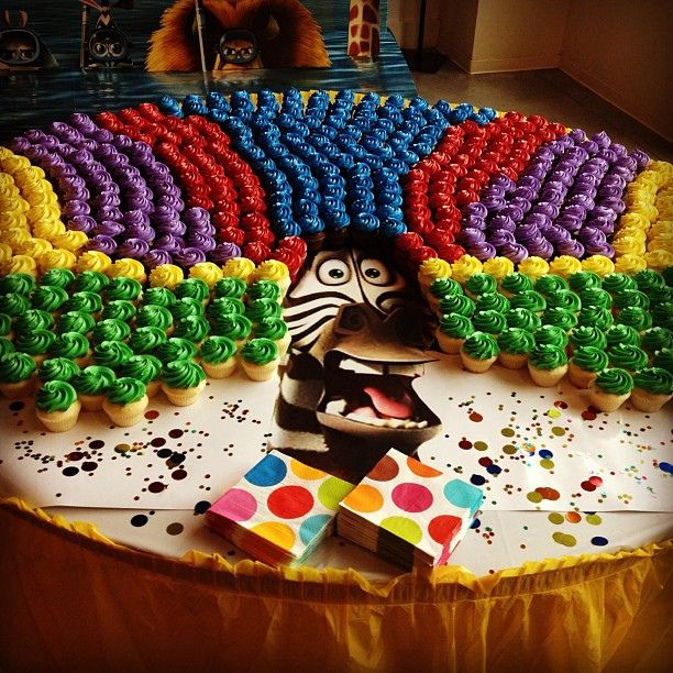 Afro circus cupcakes! Lillian would LOVE this!!