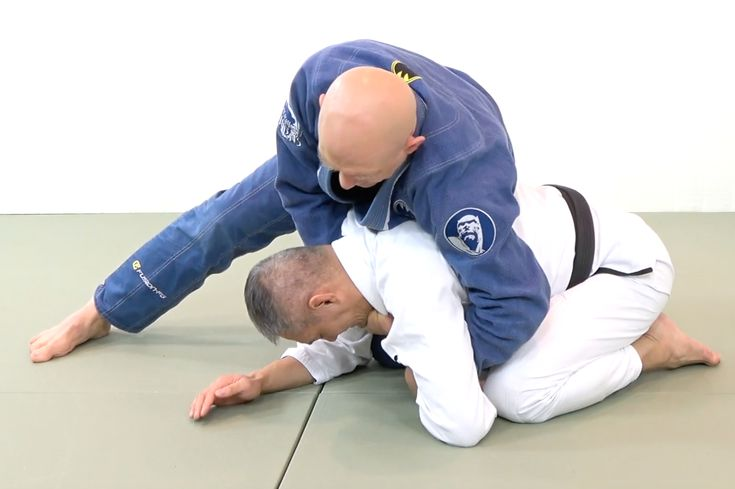 The Step-by-Step Clock Choke - Grapplearts  ||  The Clock Choke Heard Round the World We're going to go through my favorite step-by-step method for how to do the clock choke, but first let's talk about a the first time I saw the clock choke and a match that changed jiujitsu… It was in 1998 when Royce Gracie squared off against the Carlson Gracie Wallid Ismael. At the time Royce was undefeated in 5 UFC events and, in my eyes at least, the god of jiu-jitsu…