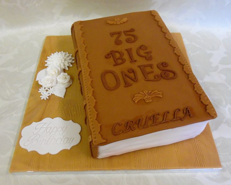 Book lovers cake