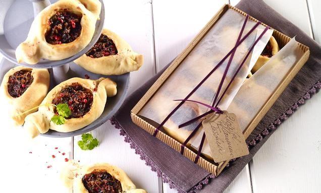 Pikantes Kleingebäck mit Trockenpflaumen  und Crème légère
