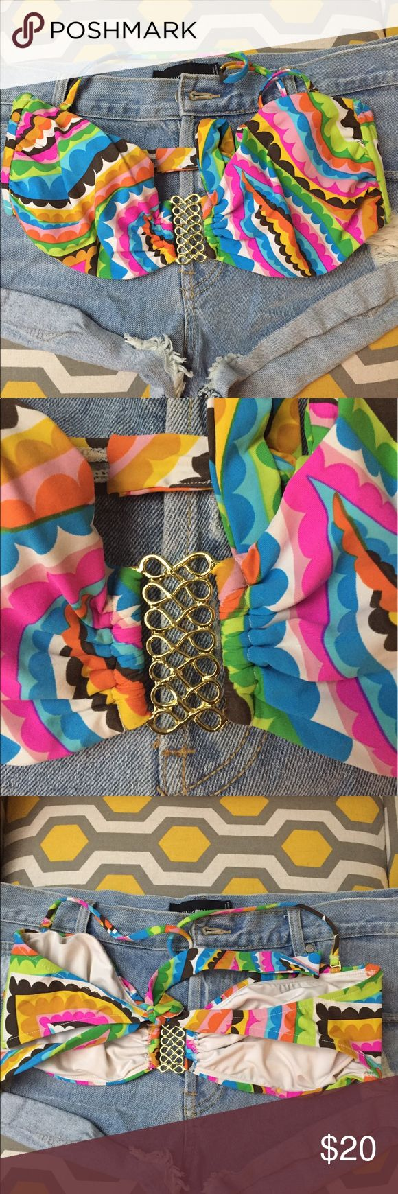 🌈 Trina Turk festival bandeau top. Pre-owned but in great condition. Bandeau style ties at back with optional strap around neck. Trina Turk Swim Bikinis