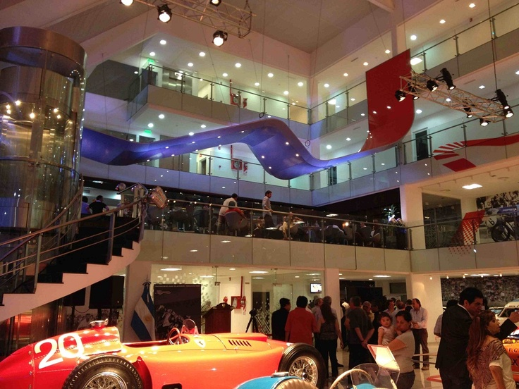 El Museo del Automovil, recientemente inaugurado en la Ciudad de Termas de Rio Hondo, Santiago del Estero, contó con las Soluciones Tensadas de WAGG, para realizar la gran cinta que recorre la doble altura del sector principal de exposición.