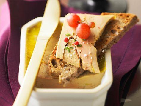 Découvrez deux façons de réaliser votre foie gras maison facilement et rapidement. Suivez le pas à pas de Stéphanie, notre spécialiste