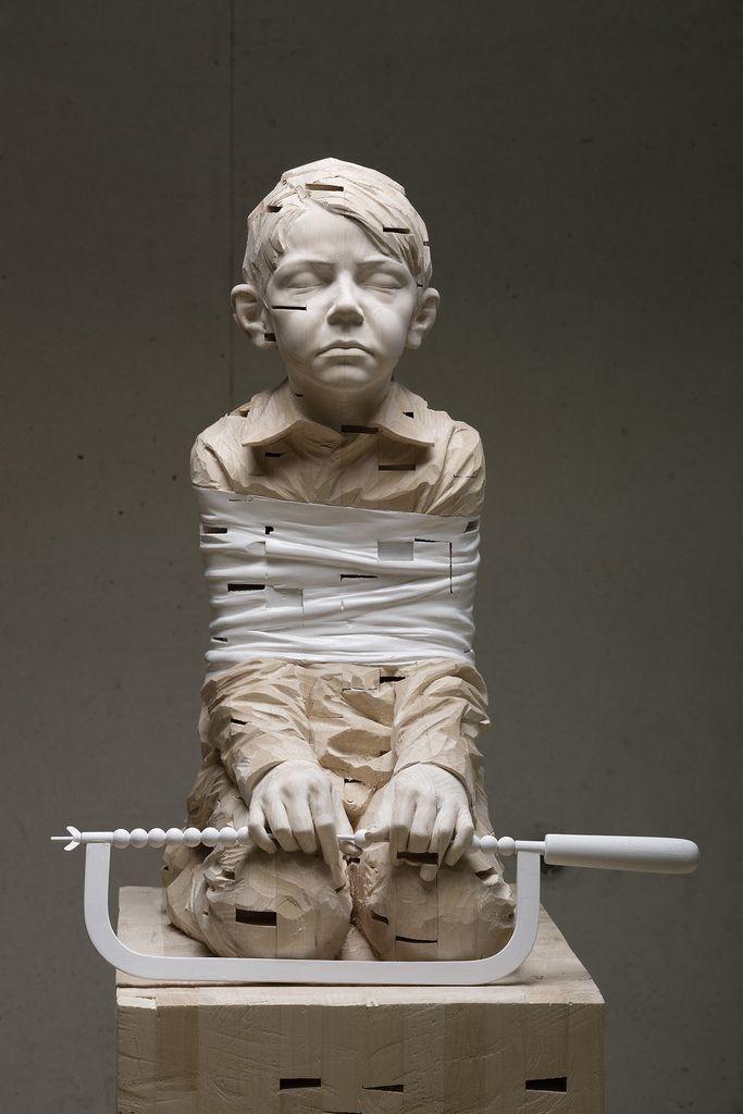 Gehard Demetz, esculturas de niños melancólicos y 'oprimidos'