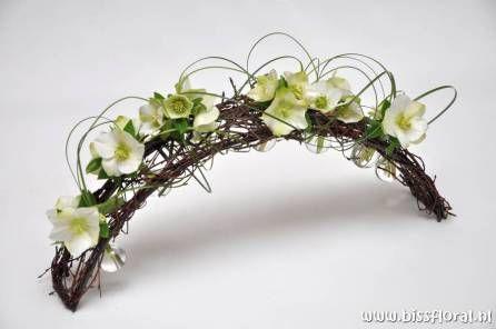 Voor creatieve workshops bloemschikken en gevarieerde arrangementen   Gezellig bloemschikken individueel of met een groep, met ruim persoonlijke aandacht & begeleiding