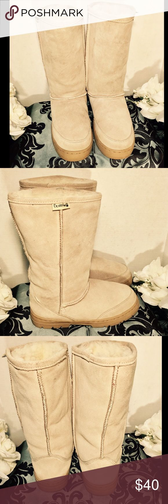 """BEARPAW WOMENS MEDOW TALL 12"""" BOOTS SIZE 8 DESIGNER--BEARPAW.                                            STYLE--MEADOW.                                                     MATERIALS--SHEEPSKIN FOOTBED AND LINING.                                                                      SIZE--8.                                                                    PREOWNED GREAT CONDITION WITH NORMAL SIGNS OF WEAR                                        SMOKE FREE HOME. BEARPAW Shoes Winter & Rain…"""