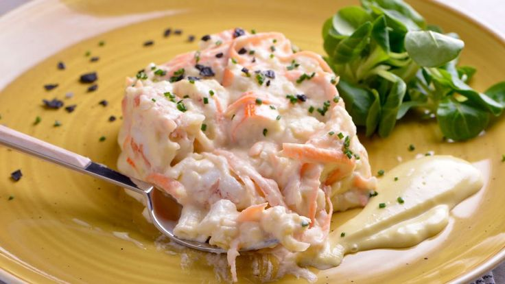 Receta fácil paso a paso y con foto de Ensaladilla de patatas y gambas de Los 22 minutos de Julius, fresca y contundente para comidas veraniegas.