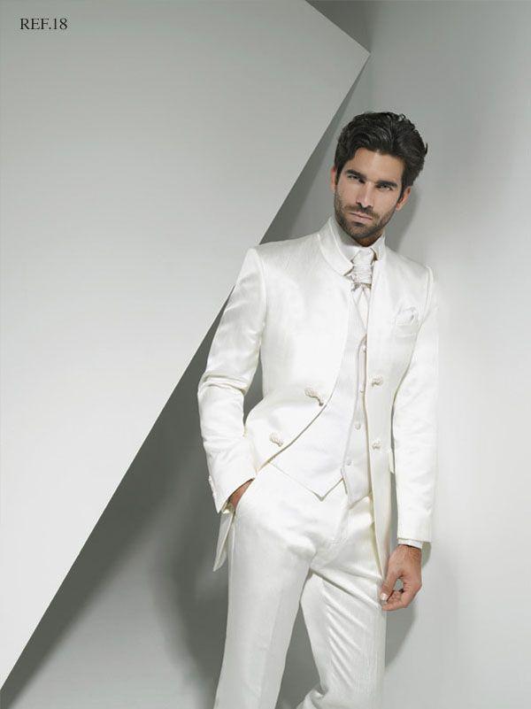 trajes de novio con color