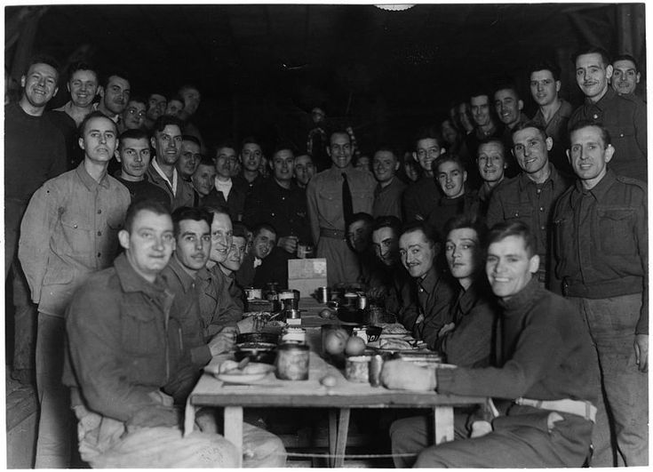 Christmas holiday party at the POW camp in Tokyo jurisdiction, Japan, 1944 / 東京管轄区内・クリスマスの食事前の記念撮影 #prisoner-of-war #pow #camp #ww2 #japan
