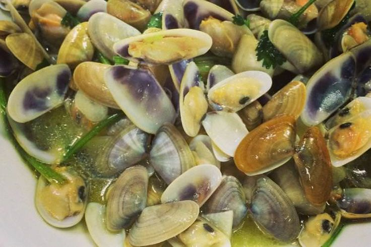 clams cooked in garlic and olive oil
