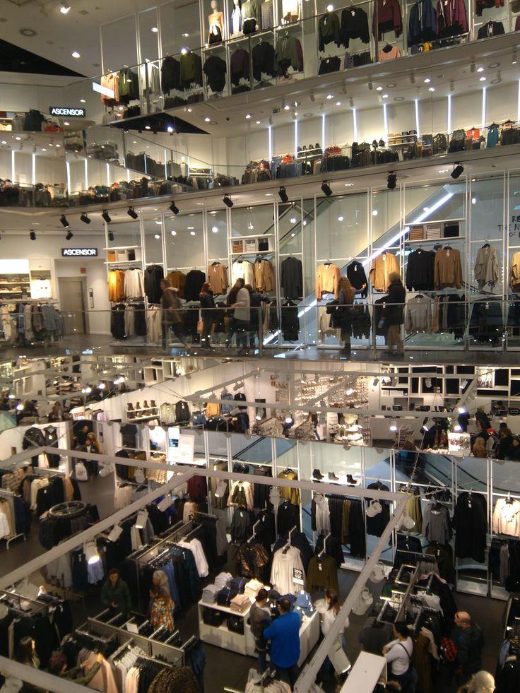 Interior tienda Primark, Gran Vía (Madrid). Diciembre 2016
