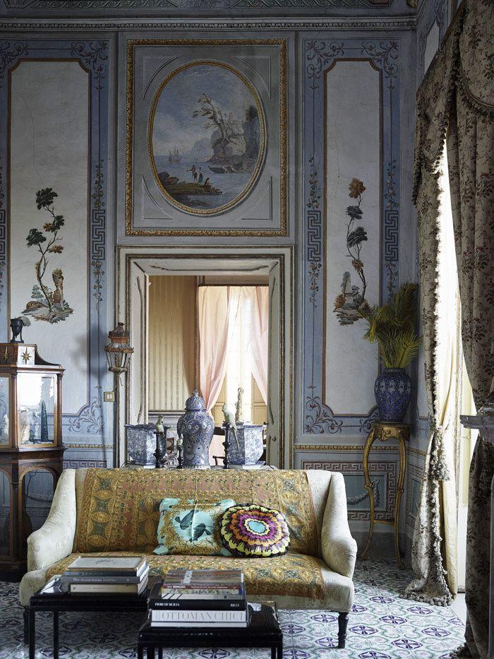 La Villa Valguarnera en Sicile Le salon d'Algarotti, du nom du philosophe vénitien du XVIIIe © Fabrizio Cicconi / Living Inside