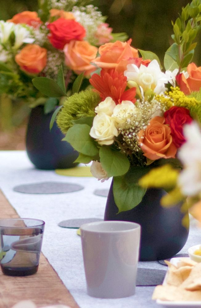 Hosting an outdoor garden party? Click in to learn how to make some  of our favorite elegant summer DIYs.
