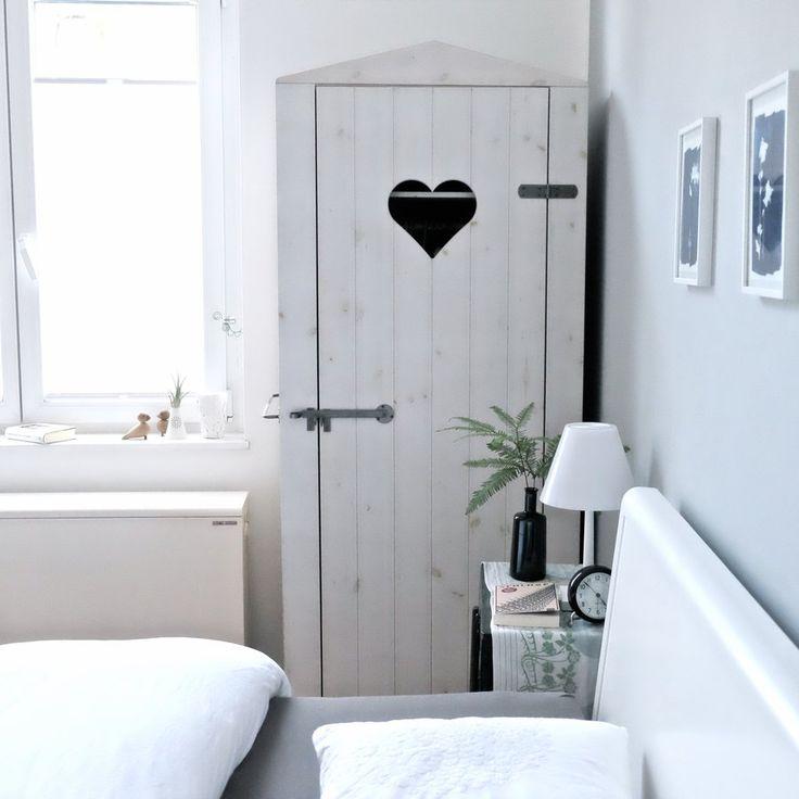 die besten 17 ideen zu kleiderschrank landhausstil auf. Black Bedroom Furniture Sets. Home Design Ideas