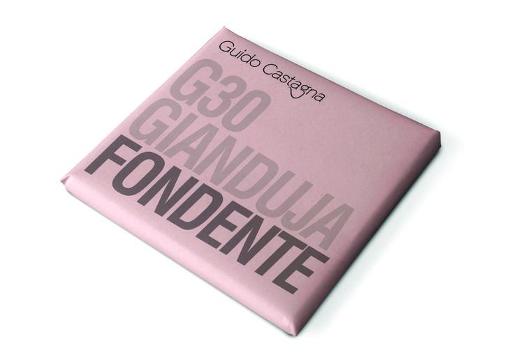 Gianduja fondente är en mörk choklad med 30 % hasselnötsmassa från de italienska hasselnötterna Tonda da Gentile. Den krämiga nötchokladen vann redan pris innan den hade lanserats, under chokladtävlingen International Chocolate Awards 2014. Nötchokladen innehåller inte mjölk.    #GuidoCastagna #nougat #hasselnötter #nötchoklad #gianduja #Turin #choklad #InternationalChocolateAwards #Beriksson
