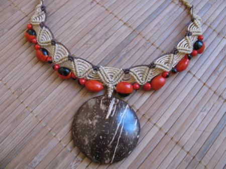 collier avec graine d'amazoni collier fil polyester ciré,graine de wayruro,perle bois macramé