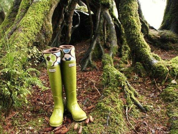 SLUGS Fleece Rain Boot Liners Brown with a Mod Pattern Cuff, Gardening Style, Fleece Socks, Rustic Nature (Sm/Med 6-8 Boot)