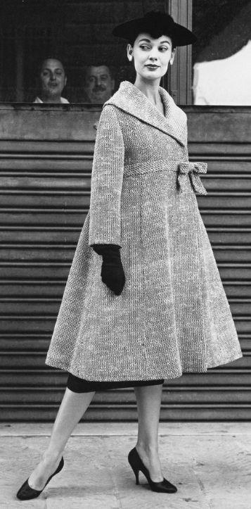 Vintage 1955   #fifties #vintage J'adore ce manteau, voudrai le même....