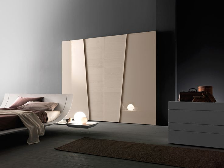 Wardrobe with Diagonal coplanar sliding doors in the B configuration with gloss…