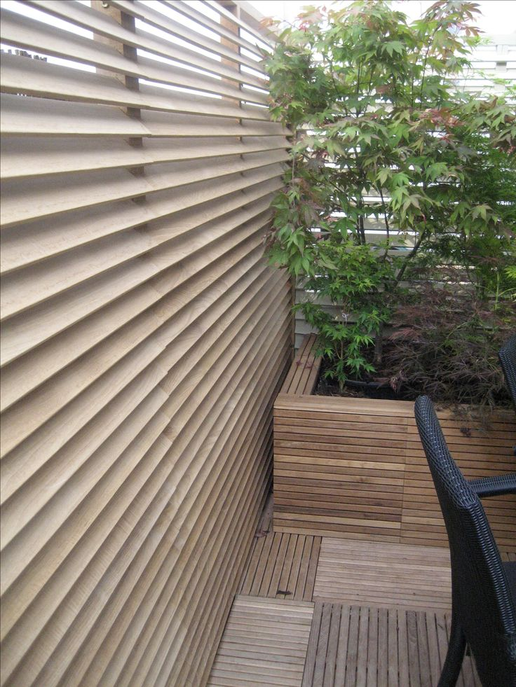 louvered screen fence