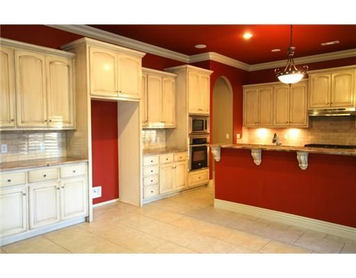 Red kitchen walls white cabinets home decor ideas and for White cabinets red walls kitchen