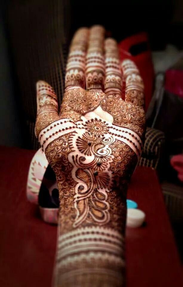 Intricate bridal henna. #mehndi #indian Shafeena Premji