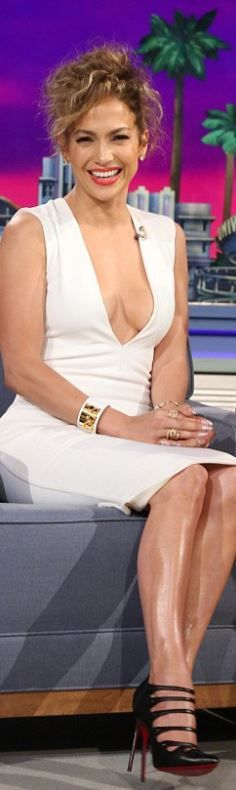 !!! Perfect red lip !!!                                                             Jennifer Lopez