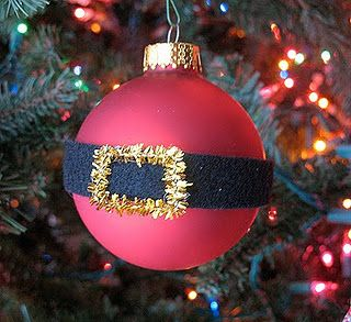 Santa's belly ornament - adorable!  This one is does with black felt and gold pipe cleaner but you could also do it with vinyl and paint.
