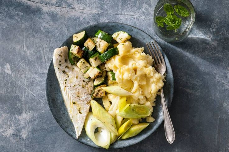 Heerlijk gebakken schelvis met groene groenten en een zelfgemaakte aardappelpuree - Recept - Allerhande