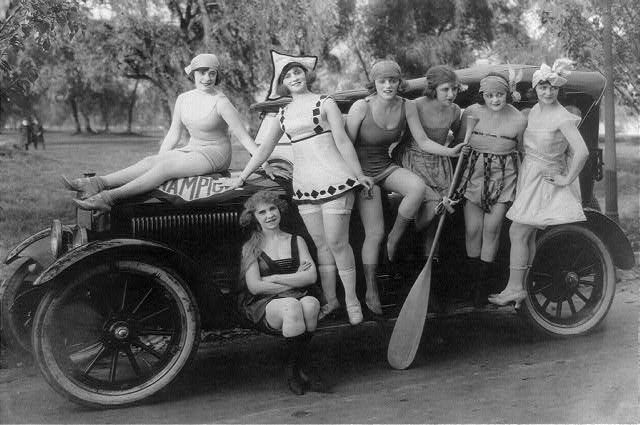 A bevy of bathing suit clad 1920s beauties. #vintage #1920s #women #summer #car #flappers