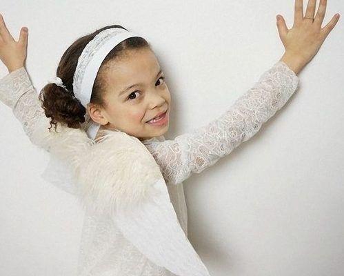 Das Engelskostüm mit den passenden Flügeln ist ein wahrer Hingucker und lässt Dein Kind zu Karneval strahlen. Rebecca zeigt Dir Schritt für Schritt, wie Du es anfertigen kannst.
