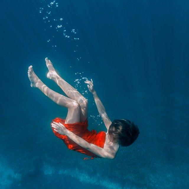 .@Elena Kalis | #blue and #red | Webstagram