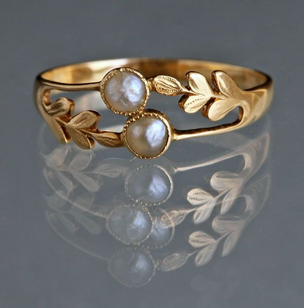 Edwardian Laureate Ring in Gold & Pearl c1905